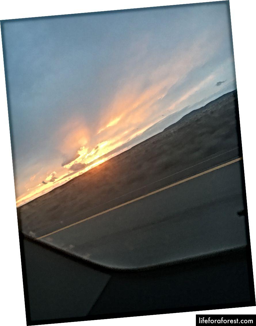 ön ipucu # 2: arabadan harika fotoğraflar beklemeyin - böyle bir şeyle karşılaşacaksınız. Bu, Utah'a giderken gördüğümüz gün batımıydı.