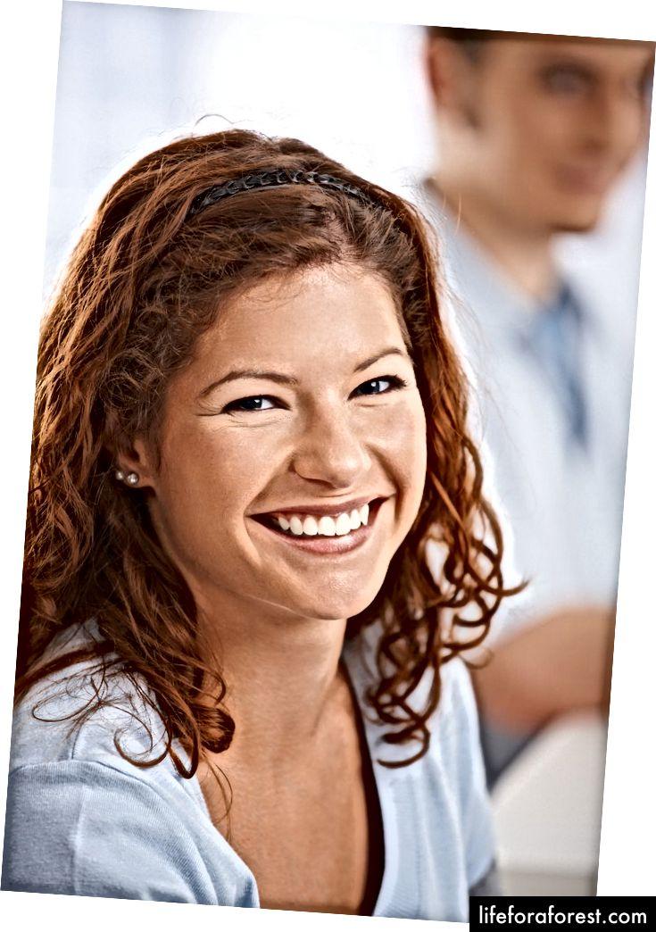 Mỉm cười luôn là một chiến lược chiến thắng. Ảnh: StockLite / Shutterstock.