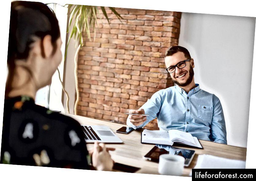 Mọi người muốn giúp bạn, nhưng họ chỉ có thể giúp bạn nếu bạn đã nêu rõ mục tiêu của mình. Ảnh: Cookie Studio / Shutterstock.