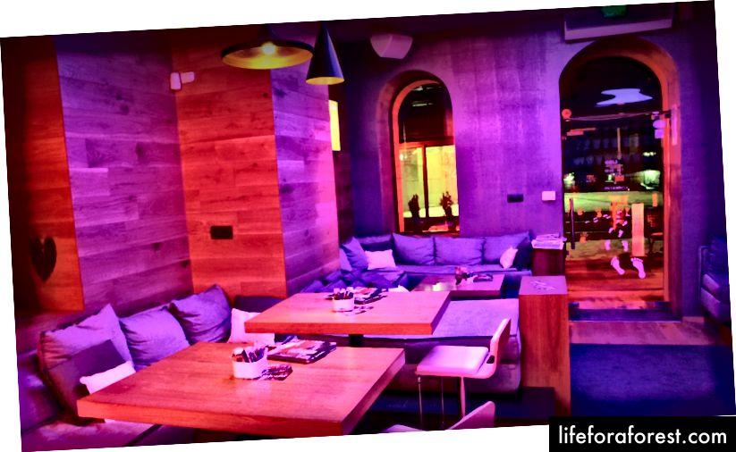 (Cafe Lido - Kavarna v Starem mestu, v bližini prostora za sodelovanje)