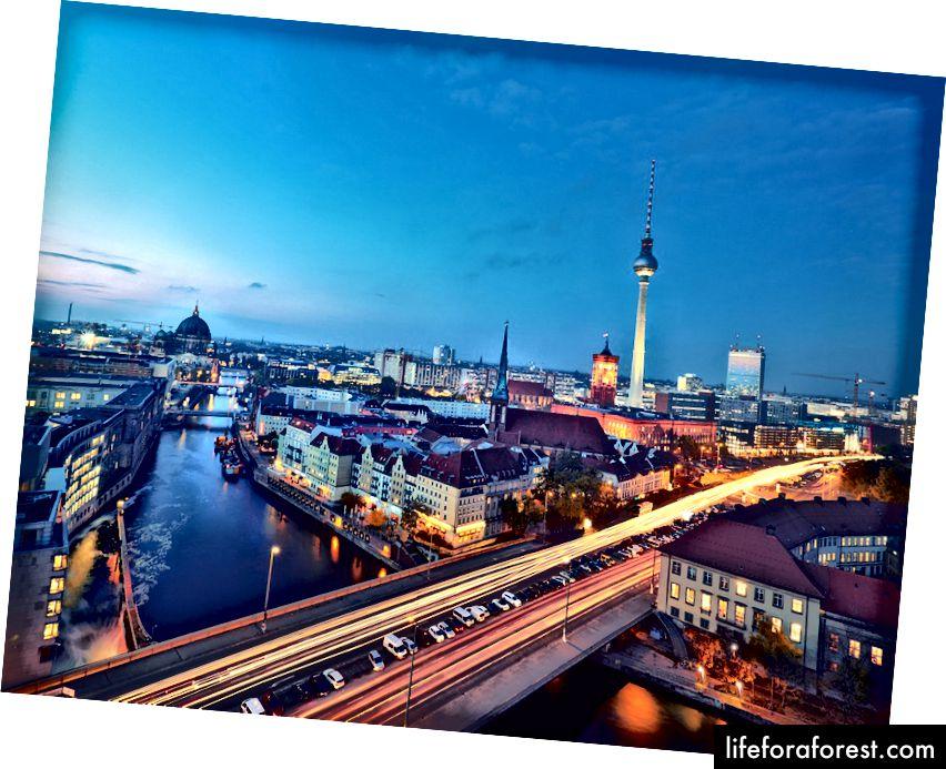 Đường chân trời của Berlin - một thành phố có hai con sông lớn chảy qua. Vì vậy, đi thuyền là rất khuyến khích. Ảnh: anyaivanova / Shutterstock.