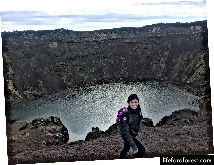 Gå tur inn i en vulkan i den puffete jakken min. Min tømte ryggsekk fungerer også som en dagpose!