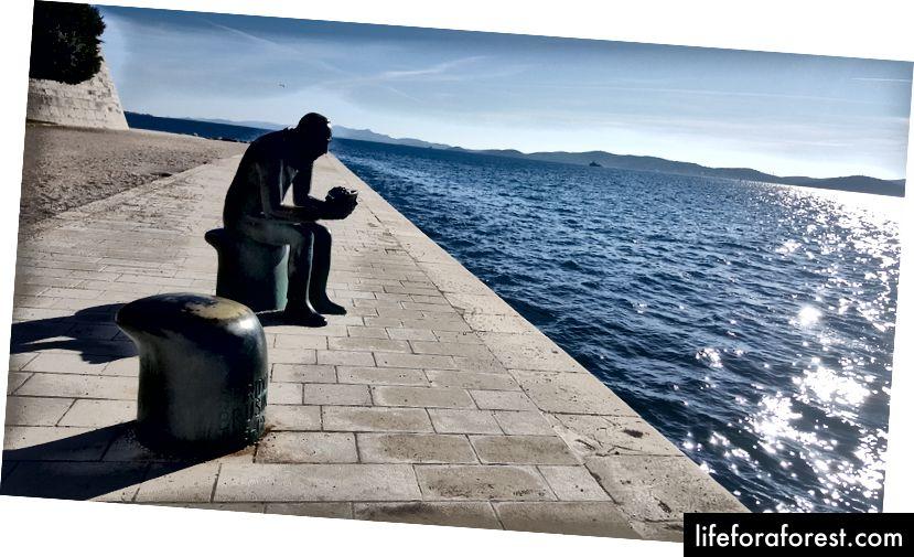 Một tượng đài của Spiridon Brusina ở Zadar, Croatia