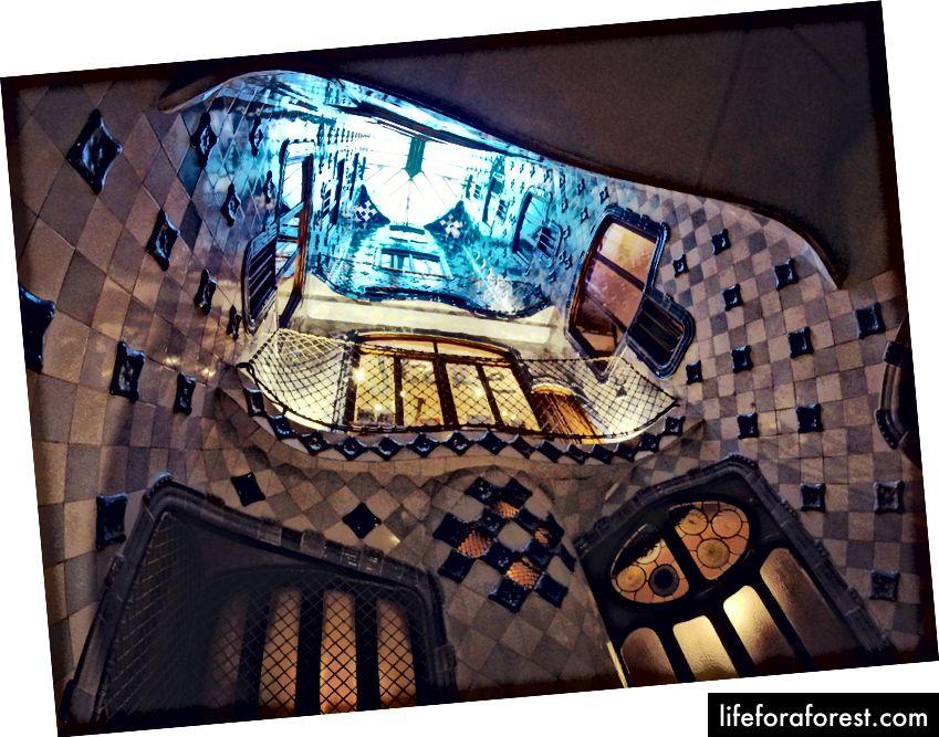 Gaudi balkonlari - Instagram: @Abderrahmanz