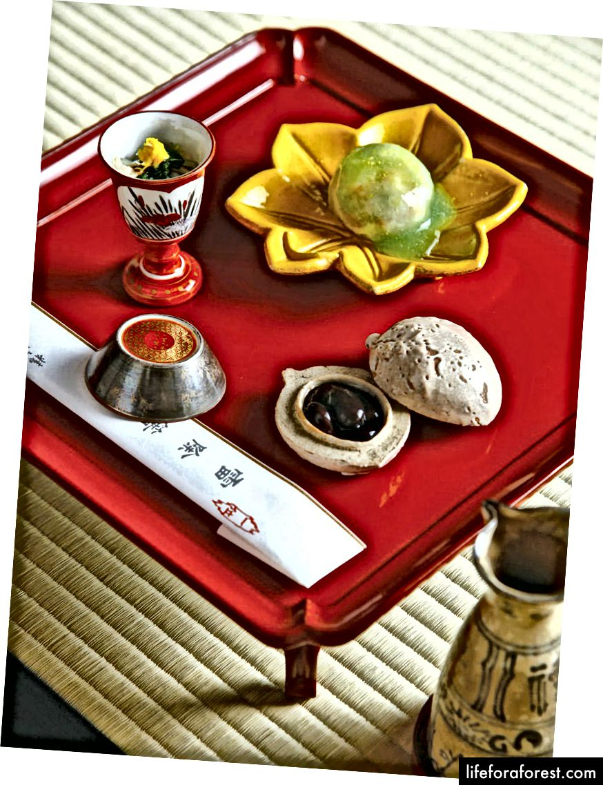 Tradisjonell japansk søtsaker servert i Kakusho, Takayama City, Gifu Prefecture. Bildekilde: Gurunavi.