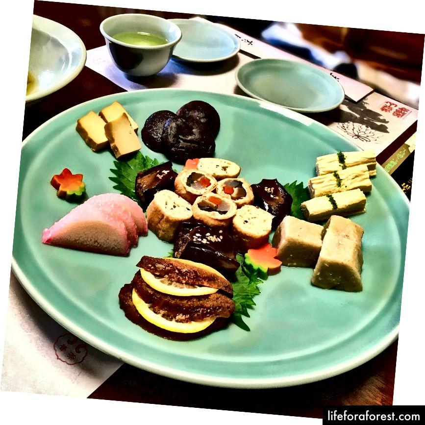Ko'plab chiroyli vegetarian taomlaridan biri, Uoki shahri, Kyoto prefekturasi Obakusan Manpuku ibodatxonasi. Rasm manbasi: Aorenjar Instagram orqali.