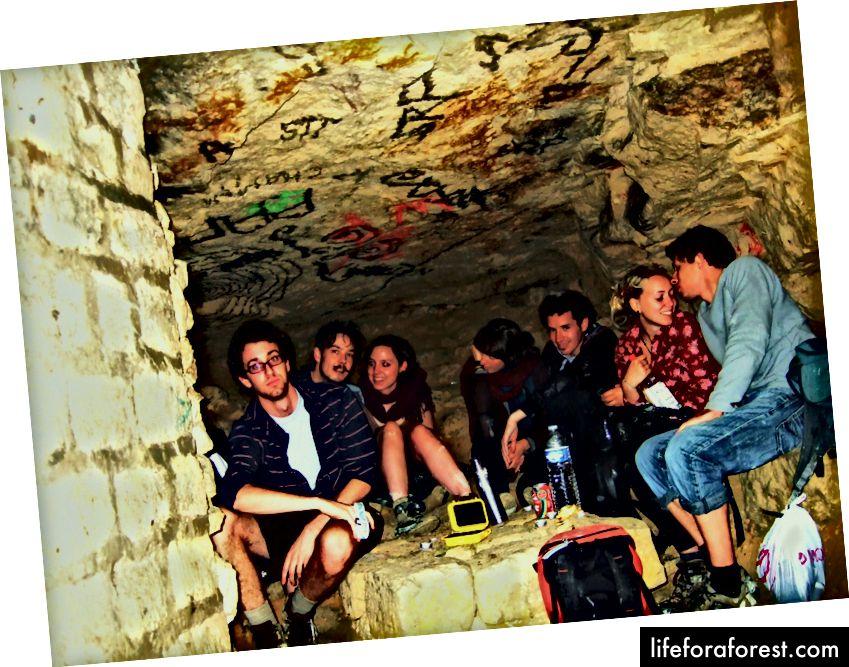 Fester under jorden i katakombene i Paris. | yeity.com