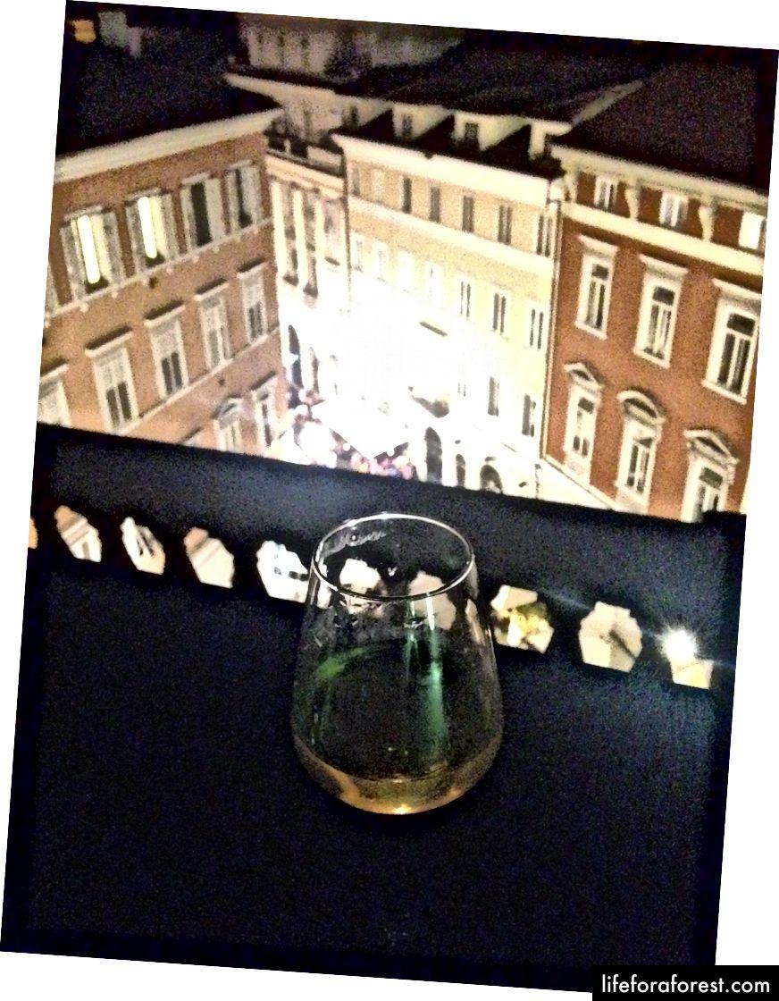 rượu vang và mái nhà