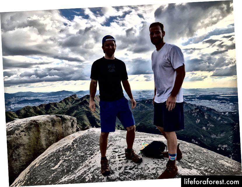 William et moi au sommet (le drone a été lancé du rocher à gauche)