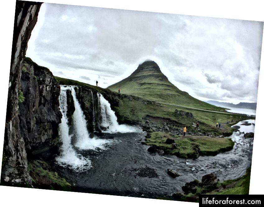 Kirkjufell Mountain, med Kirkjufellsfoss i forgrunnen