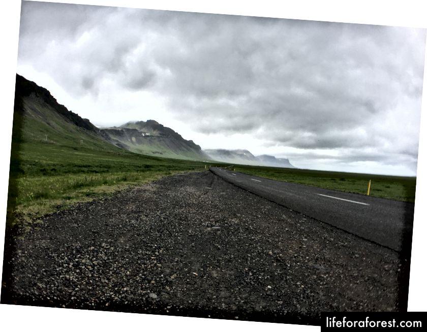 G'arbiy Islandiyada yo'lda