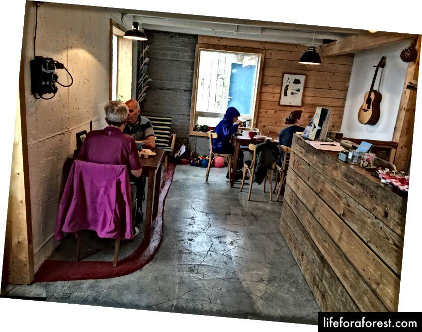 Lobbyen og spisestuen på Tungulending Guesthouse