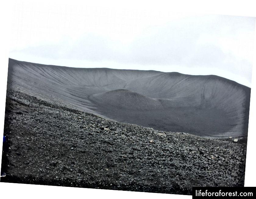 Ser ned i krateret ved Hverfjall