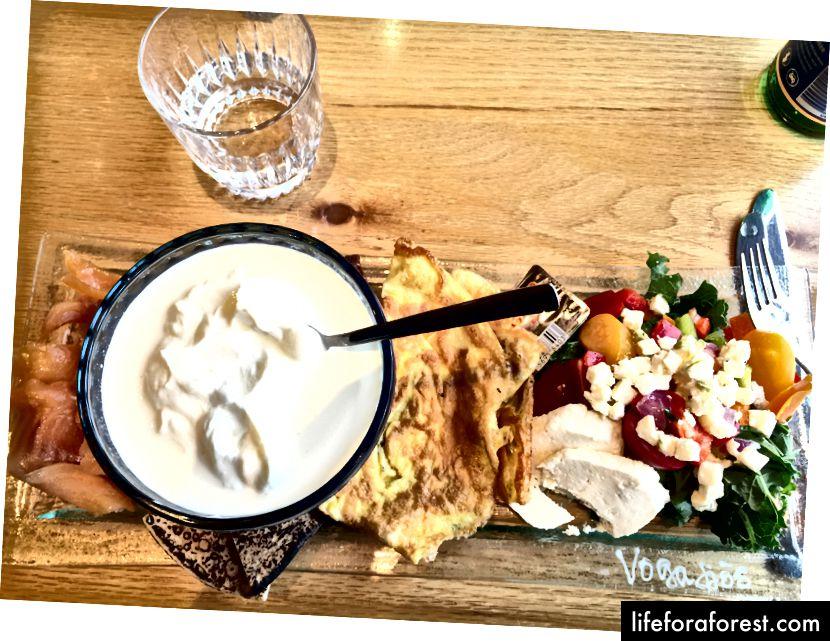 Vogafjos restoranida füme charr, shirin skyr, uy qurilishi mozzarella va boshqalar