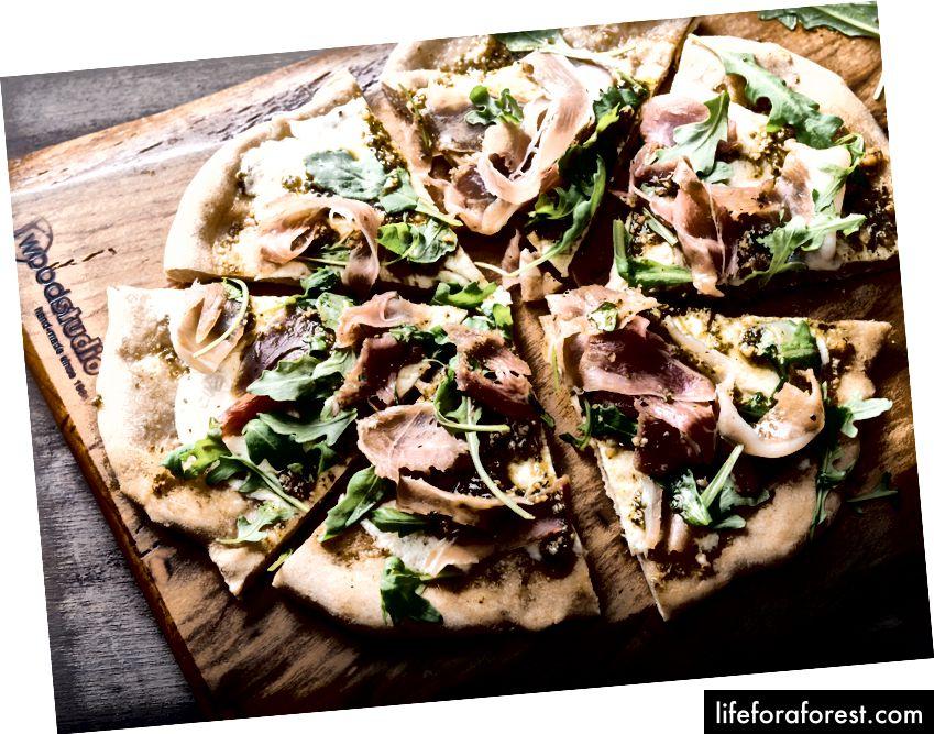 Prosciutto, Pesto va Arugula pizza retsepti bu erda