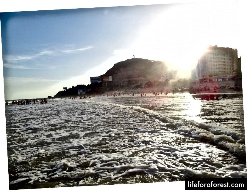 Thành phố được biết đến với bức tượng Chúa Jesus lớn. Bạn có thể gọi nó là Rio de Vũng Tàu