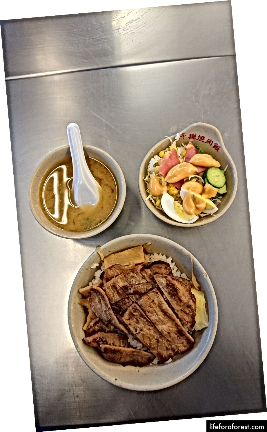 Yong-Le qovurilgan cho'chqa go'shti guruchi 燒肉 飯