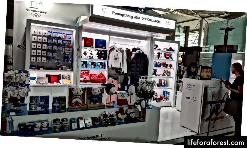 Một trong một số kiốt nơi bạn có thể mua thiết bị và quà lưu niệm PyeongChang 2018 của mình tại sân bay Incheon.