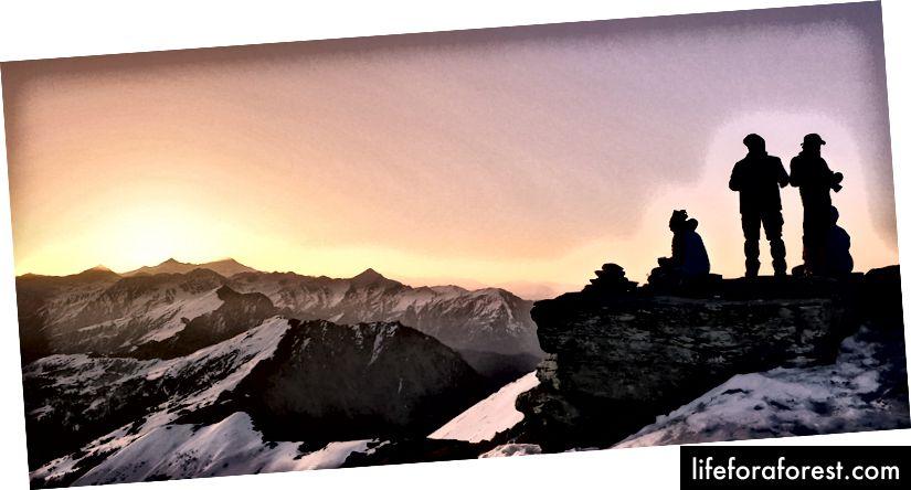 تشرق الشمس ببطء وراء الجبال ويتسرب الشعور بالإنجاز. الساعة 6:20 صباحًا في القمة. بدأنا التسلق في الساعة 3:30 صباحًا. على عكس الأيام الأخرى ، في يوم القمة ، يطلب منا السير في طابور. يتم الاحتفاظ بالأشخاص الذين يتخلفون عن الركب عادة في المقدمة والقيام بعمل جيد في النهاية ، مع وجود قائد رحلة وأدلة في مكانهم المعتاد. بدأنا الصعود في الظلام تحت النجوم في أضواء الشعلة. يتم ترك حقيبة الظهر في القاعدة ويتم حمل الحزمة اليومية. كما هو الحال دائما تحمل 2L من الماء وفقط الدواء الأساسي.