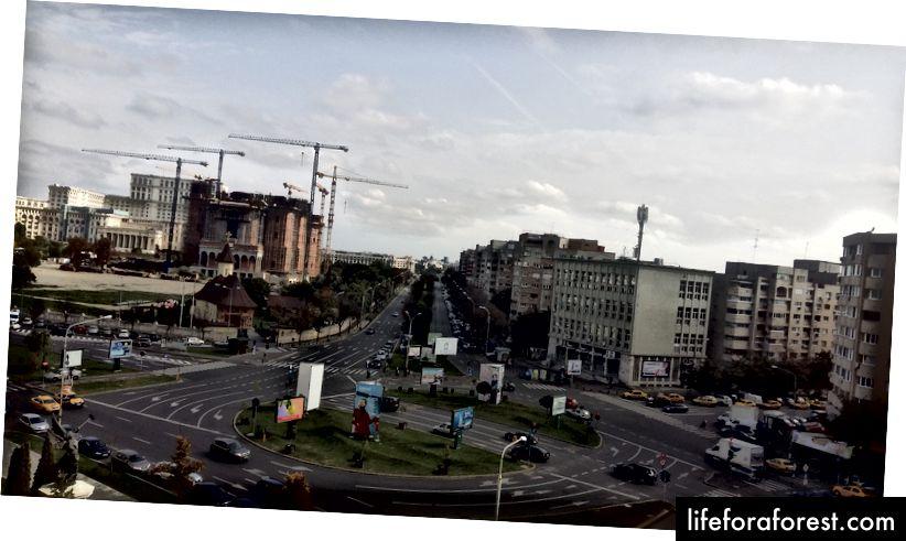 Parlamentsbygningen helt til venstre, fanget fra JW Marriott Hotel - Iosa Travels