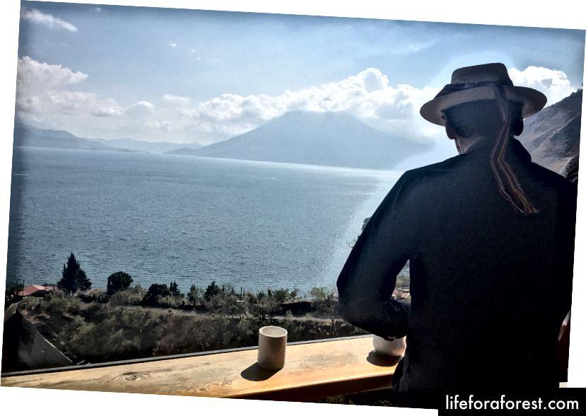 Nádherný výhľad z kaviarne Café Sabor Cruceño, absolventskej kaviarne, ktorá je súčasťou neziskovej organizácie Los Amigos.