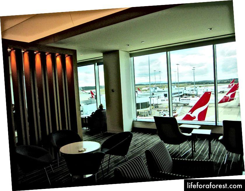 Nâng cấp trong nước cũng sẽ giúp bạn truy cập vào các phòng chờ Hạng thương gia trong nước, nằm trên Câu lạc bộ Qantas