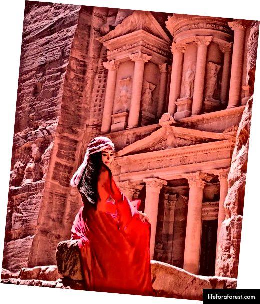 Iordaniyada chiroyli qizil libos bilan!