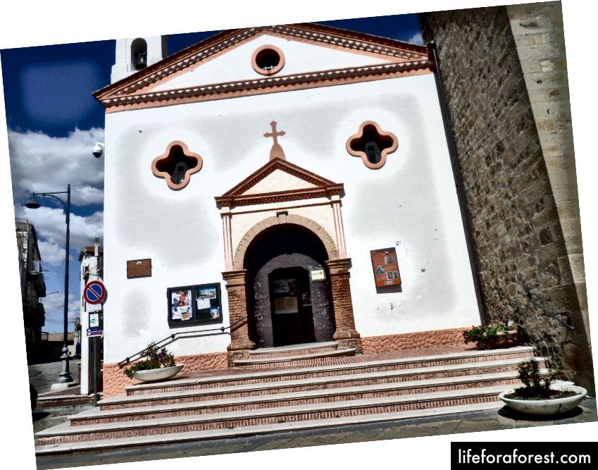 Навіть церква в Аліано мала Глі Окчі (очі)