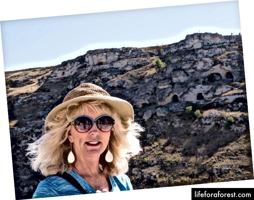 Пагорб позаду мене був знятий там, де були зняті пристрасті Мела Гібсона