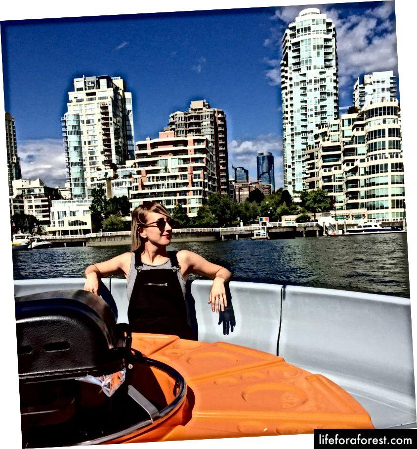 Tôi, trên thuyền BBQ, sống cuộc sống tốt nhất của tôi.