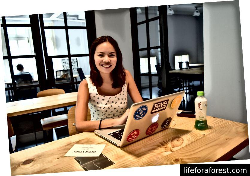 Nikki tại không gian hợp tác Hive ở Singapore. Ảnh tín dụng: Hive Singapore.
