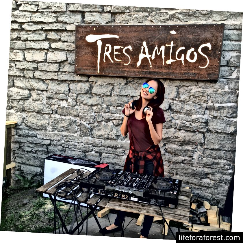 Estland har proporsjonert Nikki med muligheter til å prøve seg på DJ-ing. Fotokreditt: NT.
