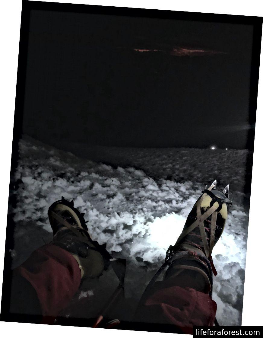 Et glimt nedover fjellet fra 17 500 fot, 3:46 kl.