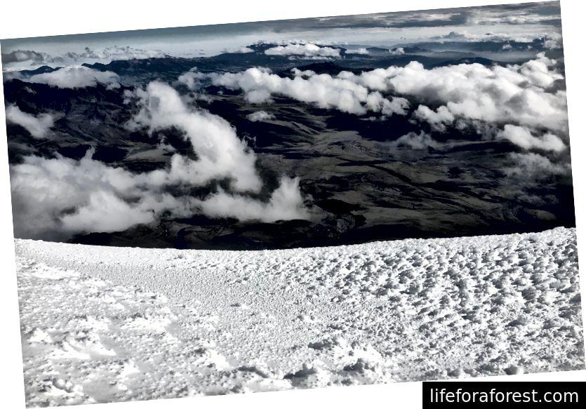 Utsikt fra nedstigningen over Cotopaxi nasjonalpark, 08:36.