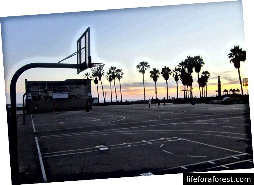 Venice Beach basketballbaner på slutten av Route 66 i California [Shay-foto]