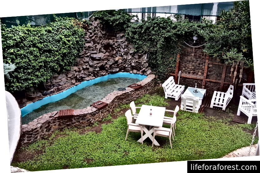 Adjara Boutique -hotellin puutarha (parveke)
