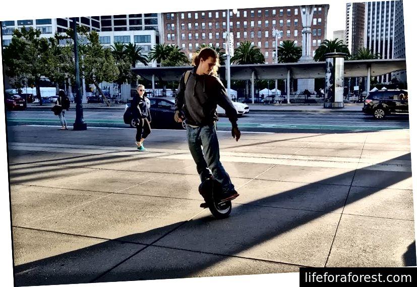 Et elektrisk ekstrem nerd-kjøretøy med ett hjul. Høflighet Jesse Garnier youtube.com