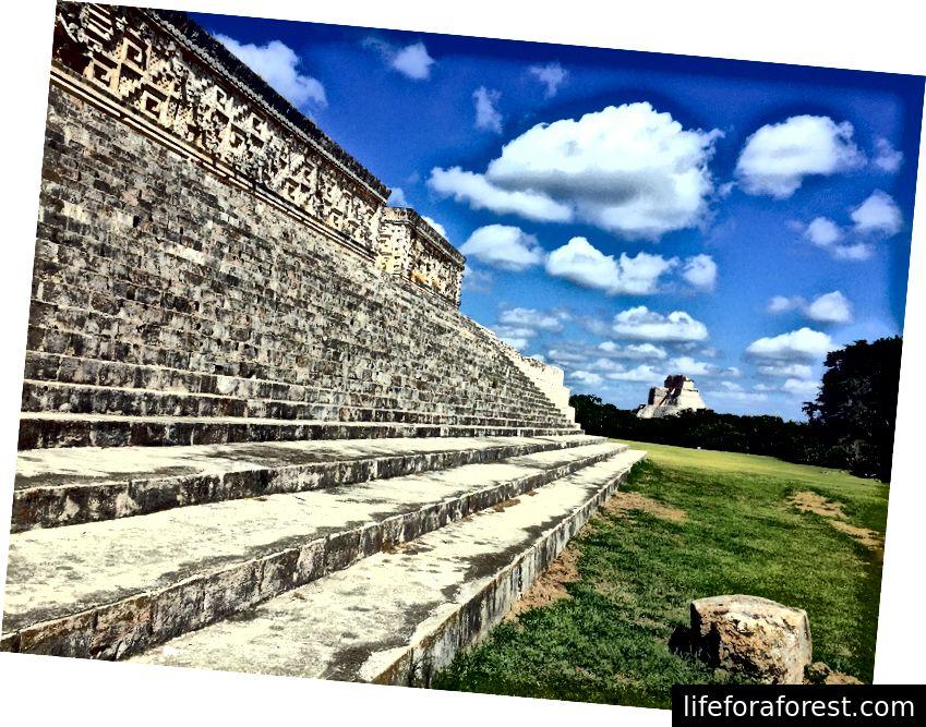 Uxmal ti fa sentire come se fossi stato riportato indietro nel tempo a quando le cerimonie Maya erano ancora in corso.