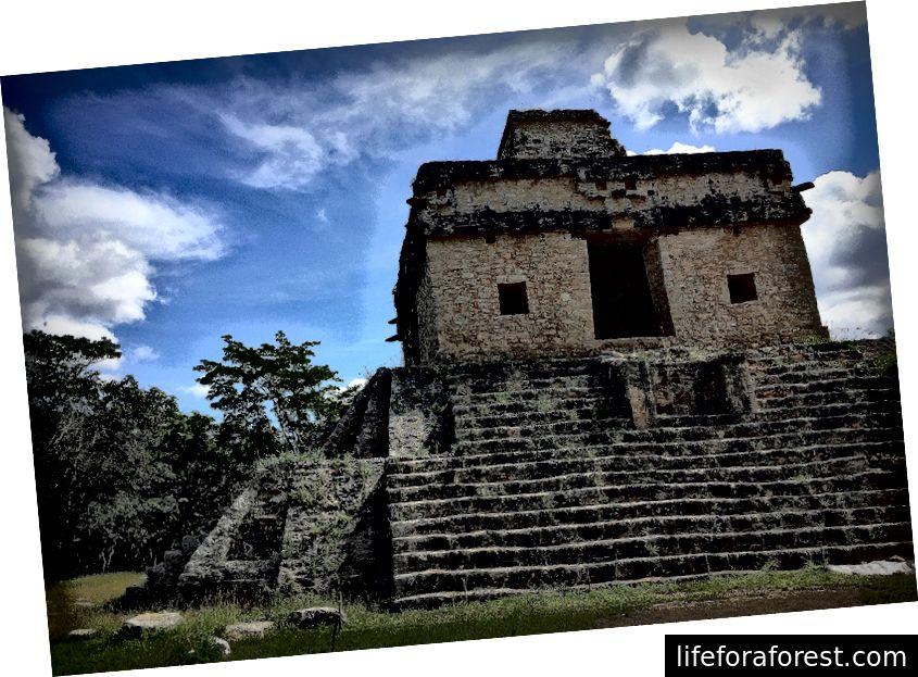 Apmeklējiet Templo de las Siete Muñecas pavasara un rudens ekvinokcijā, lai apskatītu gaismas parādību.