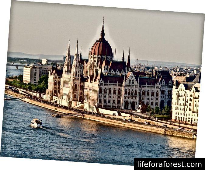 Det ungarske parlamentet ved Donau