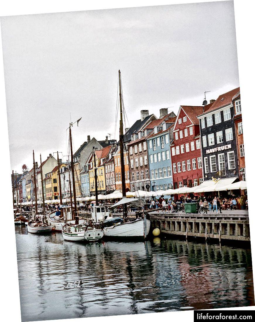 Litoralul din Copenhaga, unde restaurante excelente ies în port.