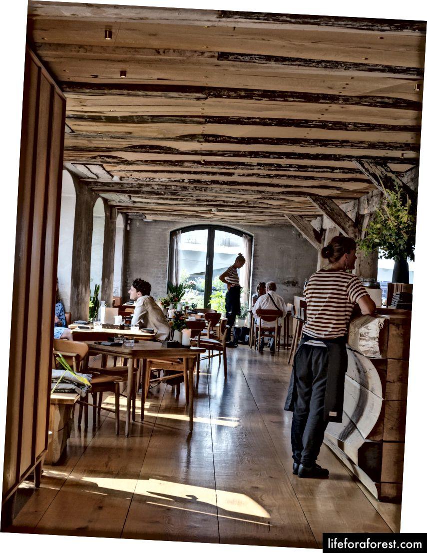 Restaurantul aerisit Barr