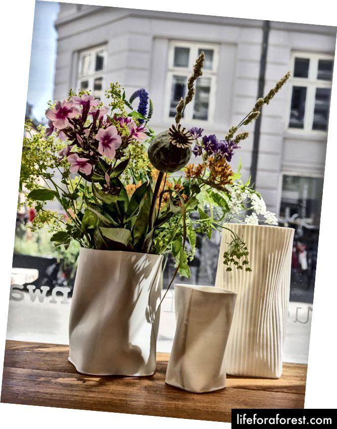Vaze sculpturale de la ceramistul Inge Vincents