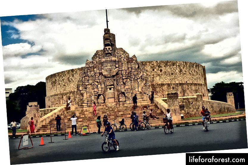 På søndager er Paseo Montejo stengt for trafikk - et fantastisk initiativ for å gjøre byen litt grønnere.