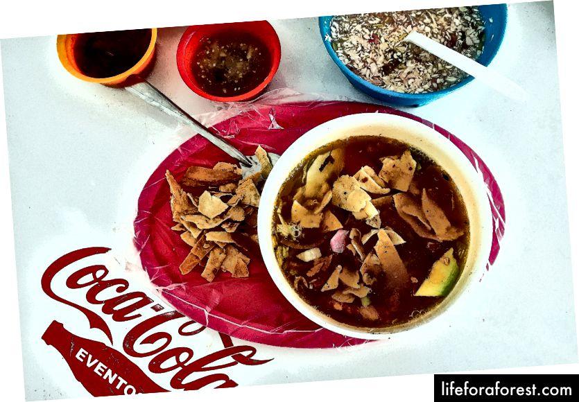 Søndagsmarkedet på Plaza Grande gir en mulighet til å smake på en autentisk sopa de lima og andre klassikere.
