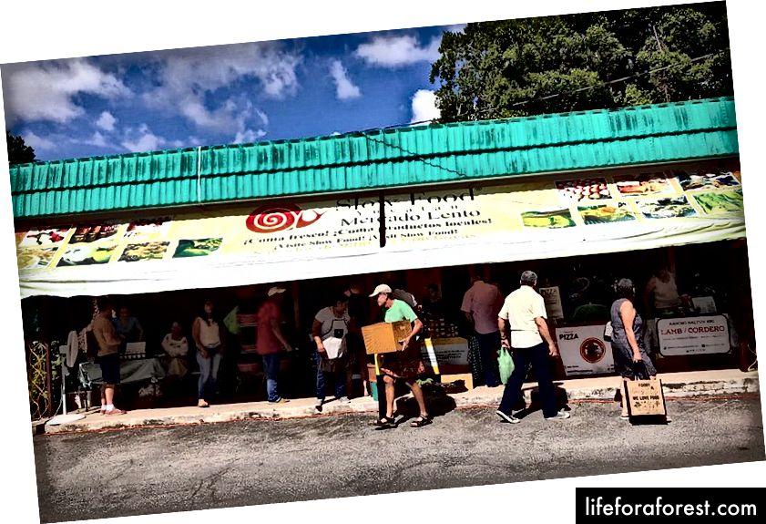 Slow Food Yucatan - bu xalqaro taomning mahalliy bo'limi bo'lib, u mahalliy ovqatni, mintaqaviy oshpazlik an'analarini va sog'lom ovqatlanishni targ'ib qiladi.