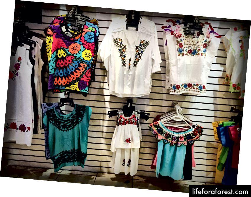 Broderier av hipilene - kjoler eller tunikaer som er båret av kvinnene i regionen - formidler tradisjonelt en slags mening i lokalsamfunnet.
