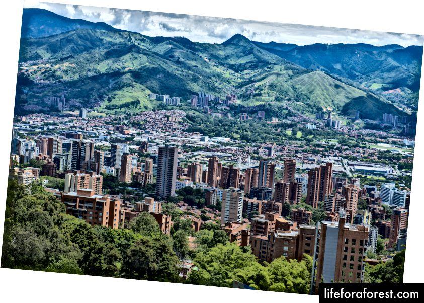 En syklists paradis - grønn utsikt over Medellin, Antioquia, Colombia.
