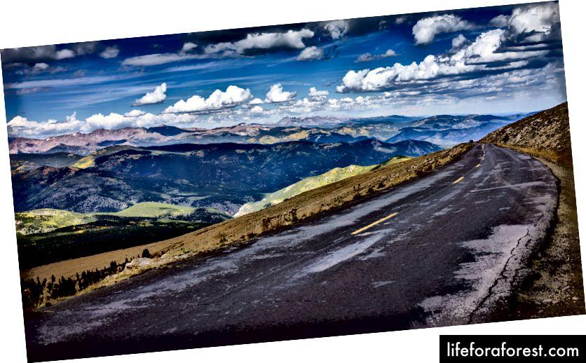 Muntele Evans, cel mai înalt drum asfaltat din America de Nord. Imagine postată de Vado pe Instagram, Facebook și Twitter.