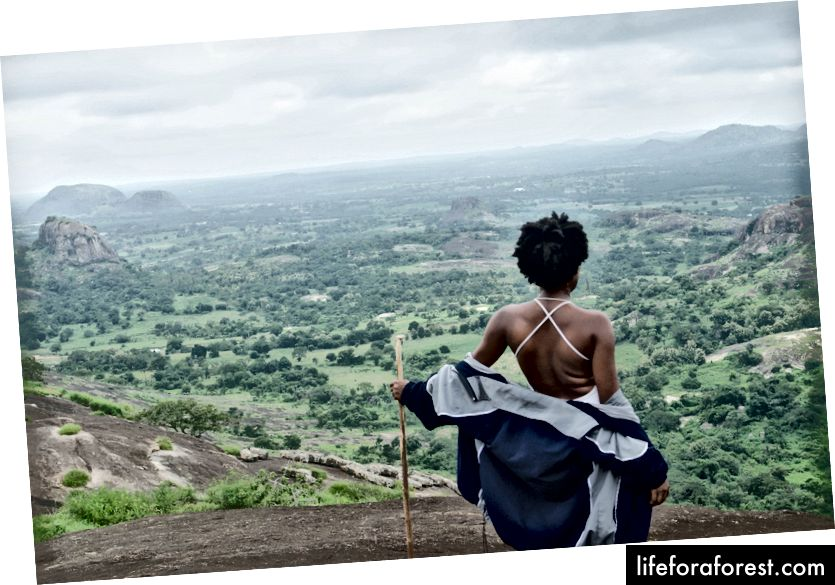 Excursionista en Oke Ado Awaye | Fotografía Bayo Owosina